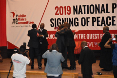Presidential-candidates-embrace-each-other